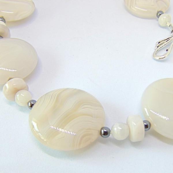 Madagascan Natural Laced Agate at Henley Circle Online Shop