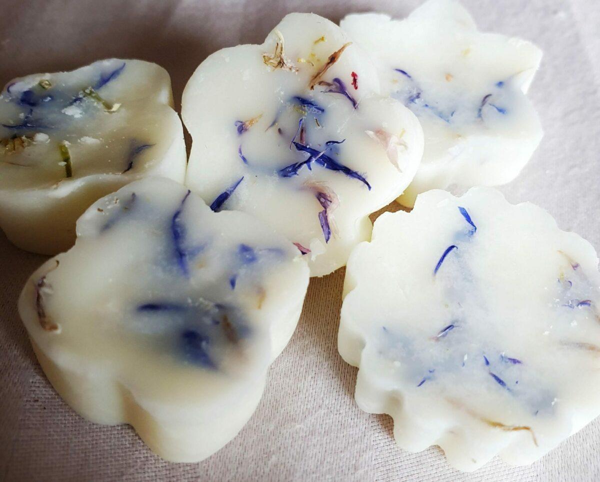 Lilac Dreams- pack of 20 wax melts at Henley Circle Online Shop
