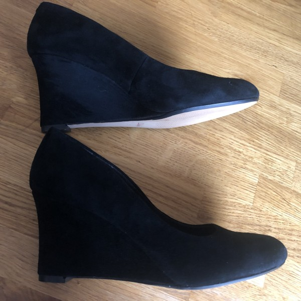 Clarks as New All Black Suede Wedge Shoes Size 7 at Henley Circle Online Shop